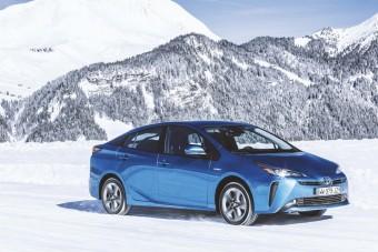 Télre szánt hibridet hoz Európába a Toyota
