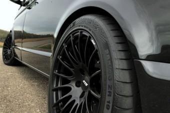 Meglepetést okozhat ez a fekete Volkswagen Multivan