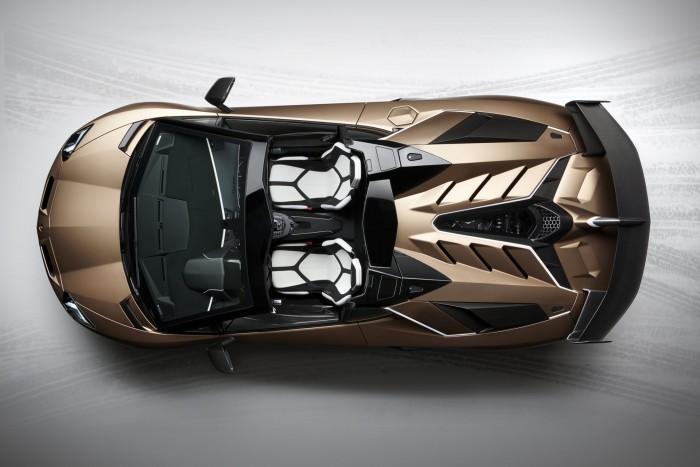 Roadsterként is félelmetes a csúcs-Lamborghini 5