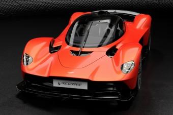 Eszement hibrid lesz a legdurvább Aston Martin