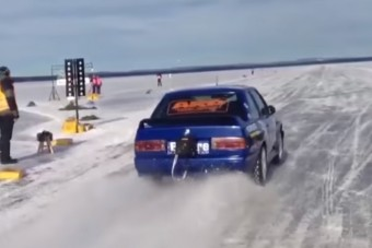 Semmi nem száguld olyan gyorsan a jégen, mint ez az öreg BMW
