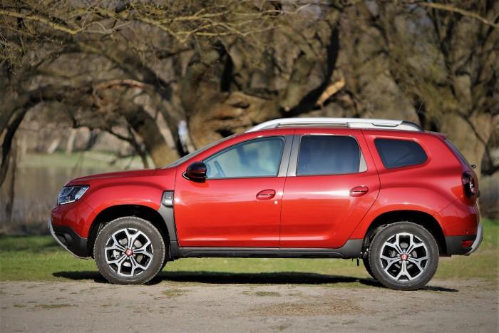 Dacia duster piros