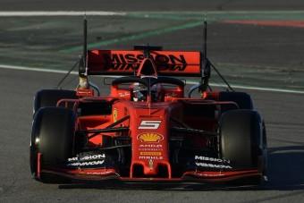 Gyorsabb Ferrarival küzdhet Hamilton - szezonindító interjú Wéber Gáborral