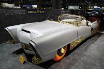 Ötezer aranyozott kocka és 65 éves parkolóradar egy igen fura autón