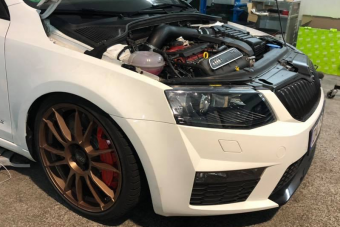 Komoly összegért eladó egy BMW-verő, Audi-aprító családi Škoda
