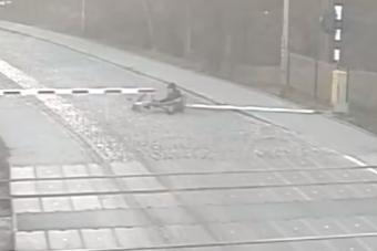 A lábon kihordott merev részegség új szintjét videózták a lengyeleknél