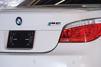 Gyűjtők között cserél gazdát a ritka BMW M5-ös