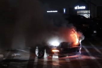 Addig pörgette a Mustangot, amíg csak sikerült felgyújtani az egészet