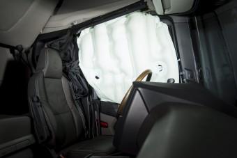 Függönylégzsákkal védik a kamionsofőröket