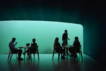 Lenyűgöző látványt nyújt Európa első víz alatti étterme