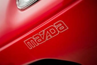 Közel harminc évig tartották frissen ezt a Mazda MX-5-öst