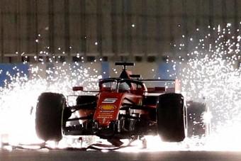 F1: Furcsa ok miatt repült el Vettel első szárnya