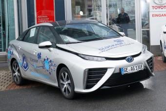 Ügyfélautóként adnak üzemanyagcellás kocsit a Toyotánál