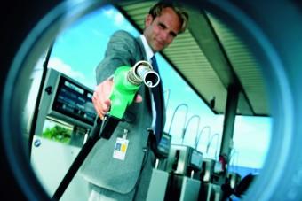 Szerdától jön az új benzin a magyar kutakra