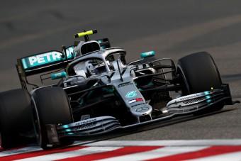 F1: Szabálytalan szárnnyal körözött a Mercedes