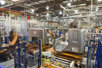 Még több robot fog dolgozni a DAF fülkéin