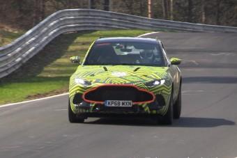 Az Aston Martin V8-asától hangos a Nürburgring