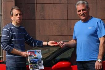Így mosolyog az ember, aki Ferrari élményvezetést nyert