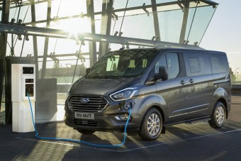 Nagycsaládosoknak kínál új hibrideket a Ford