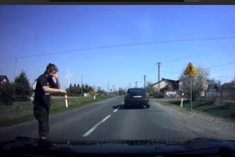 Hőbörgött a bunkó autós, gázspray-t kapott az arcába