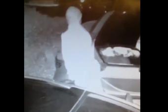 Autóval fajtalankodott egy férfi Pécsen, aki kreatív módon használta fel az üzemanyagbetöltőt