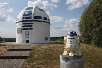 Droiddá változtatta a csillagvizsgálót az őrült professzor