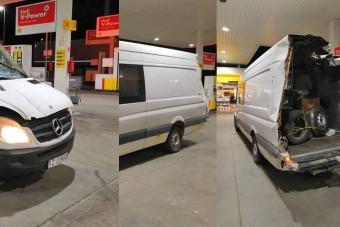 Félelmetes román kisbuszt fotóztak az M5-ös egyik benzinkútjánál
