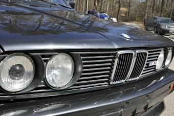 Megmentőre vár ez a szebb napokat is látott BMW M3