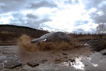 Elég emberes tereppel kínálták meg a Tesla Model X-et
