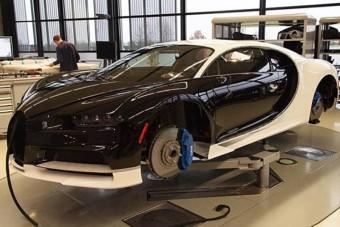 Apu hitelkártyájával vett Bugattit a fiatal kínai fiú