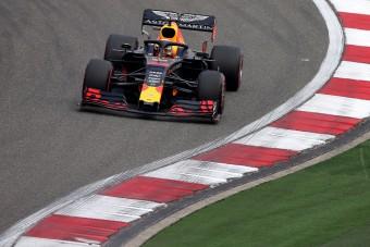 F1: Verstappen idén igazi profiként versenyez