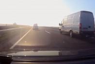 Félelmetes román kisbuszt fotóztak az M5-ös egyik benzinkútjánál 7