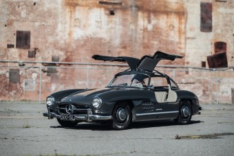 Maga az ötletadó rendelte meg ezt a szürke sirályszárnyas Mercedest