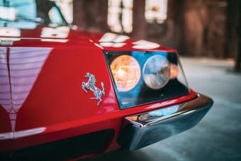 Fel sem lehet ismerni ezt a Zagato ruhás Ferrarit