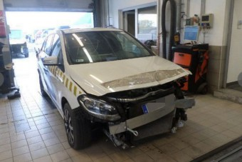 Csoda történt egy totálkáros Mercedes rendőrautóval