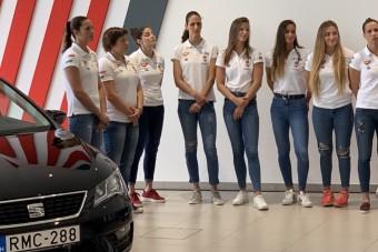 17 autót kapott a női vízilabda-válogatott
