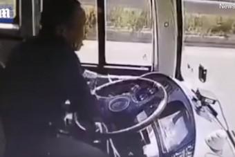 Lazán elkezdte nyomkodni a mobilját a buszsofőr, óriási hiba volt