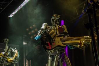 Na ez tényleg metál, robotok játszanak rockslágereket!