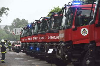 26 új tűzoltóautót kaptak a katasztrófavédők