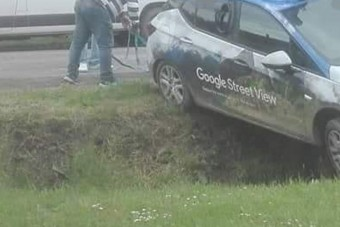 Árokba hajtott a Google autója Magyarországon