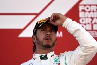 F1: Hamilton tagadja, hogy a Ferrarihoz készülne