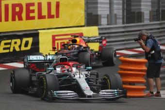 F1: Lauda miatt nem büntették Hamiltont?