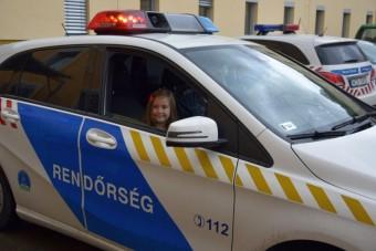 Hatéves kislány álmát teljesítették rendőreink