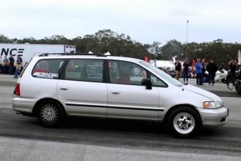 Családi kisbusz eszement 700 lóerővel
