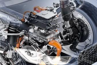 Az év legjobb új motorjába tankolni sem kell
