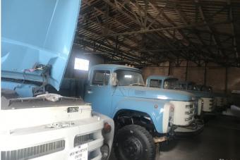 25 év után kerültek elő egy raktárból legendás orosz teherautók