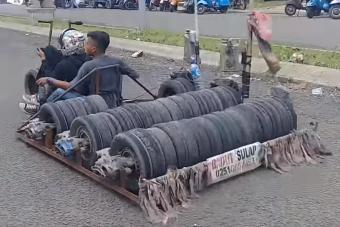 Ezeknél az indonéz tuningolt robogóknál furcsábbat ma nem látsz