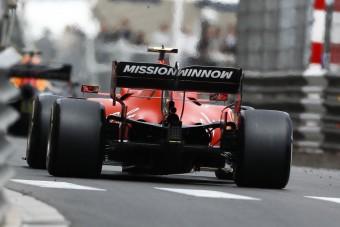 F1: A Ferrari végleg ejti a problémás feliratot?