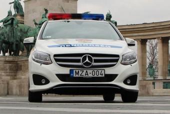 Tömegével vásárolja az új Mercedeseket és Audikat a rendőrség