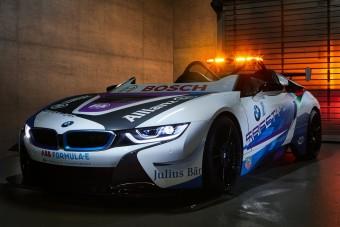 Roadsterből épített biztonsági autót a BMW